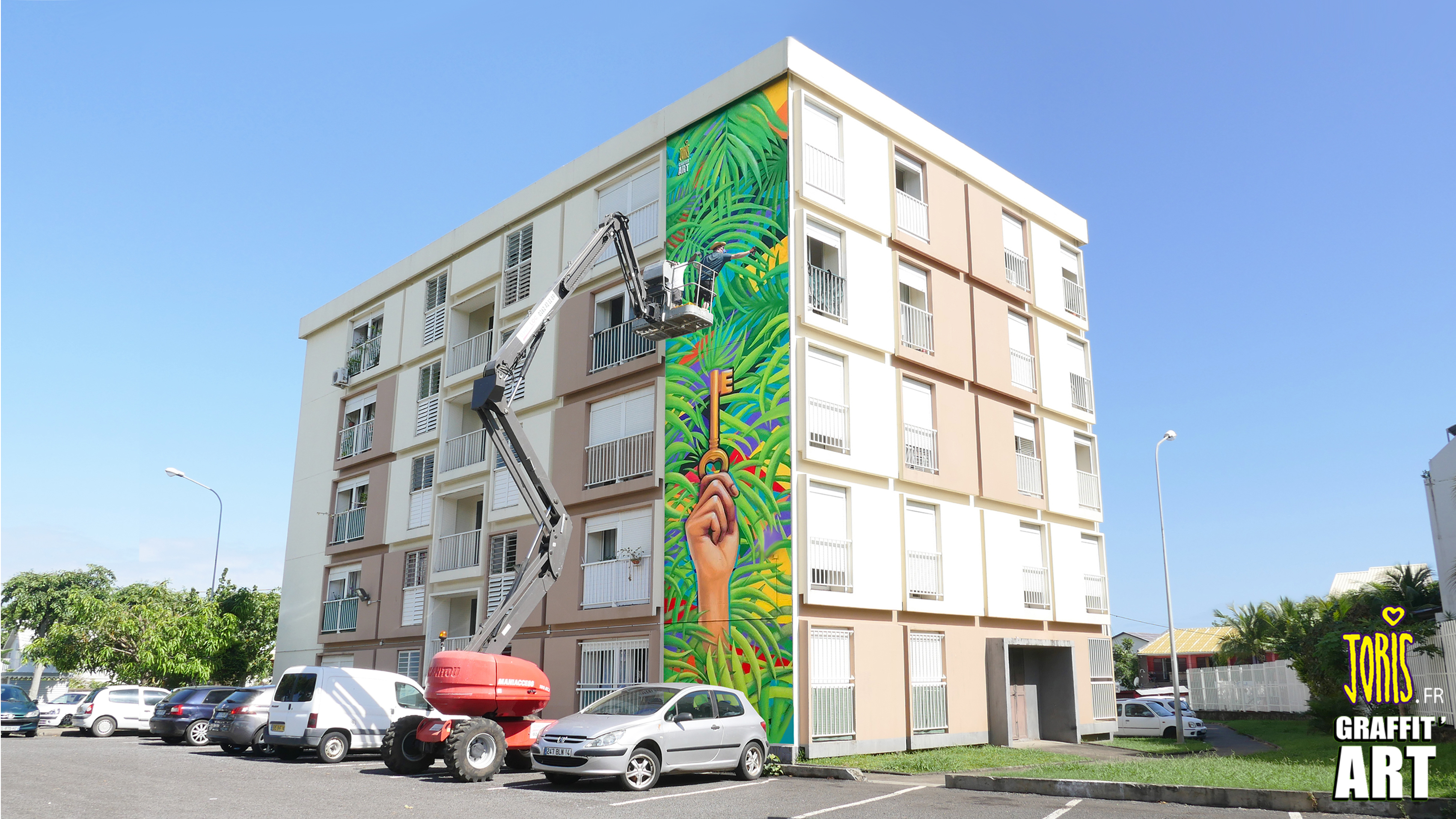 DECORATION-FACADE-GRAFFITI-ILE-DE-LA-REUNION-SAINT-DENIS-TRANSMISSION-BY-JORIS-DELACOUR-GRAFFIT-ART-01