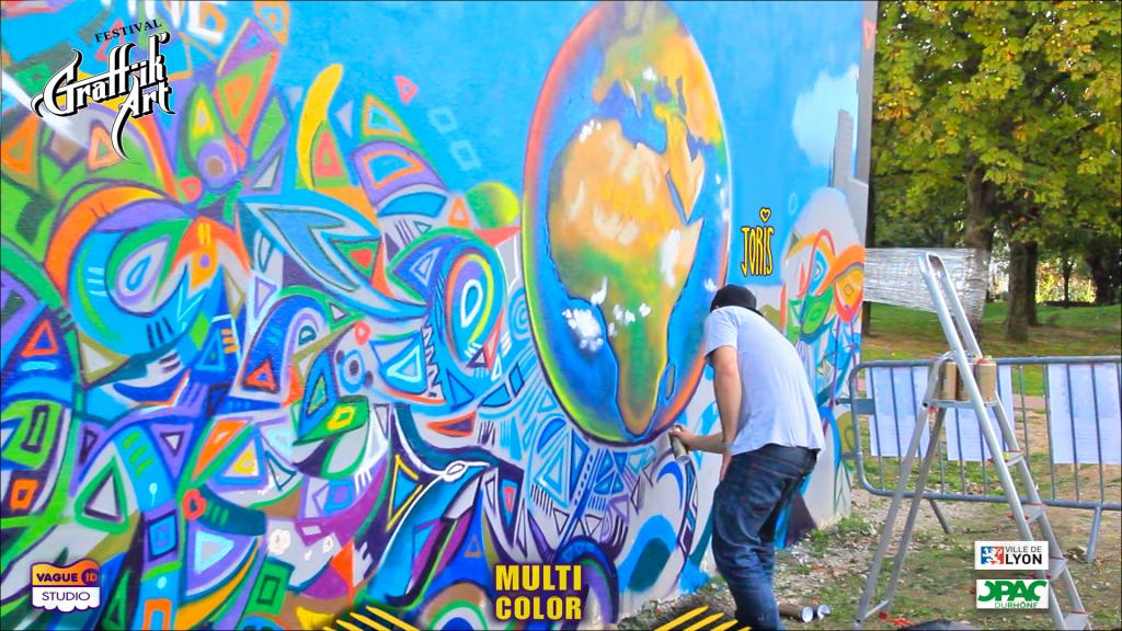 MULTICOLOR- JORIS-DELACOUR-FESTIVAL-GRAFFIK-ART-LYON-STREET-ART-URBAN-GRAFFITI