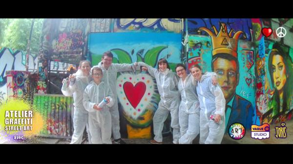 Un cours de graffiti à Paris, un Atelier Street Art avec l'Artiste Joris... Sur la photo on peux voir la Famille de Bénédicte et leurs jolies créations... Très réussie !!!
