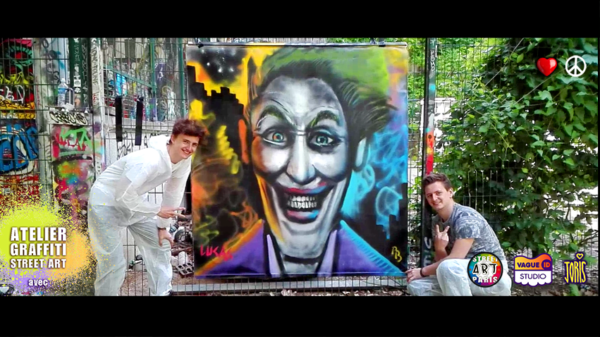 Un cours de graffiti à Paris, un Atelier Street Art avec l'Artiste Joris... Sur la photo on peux voir Pierre et Lucas qui on fait le portrait du Joker dans Batman... Très réussie !!!
